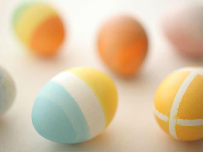 卵染めで、サクッとかわいいイースターエッグをつくる方法_01
