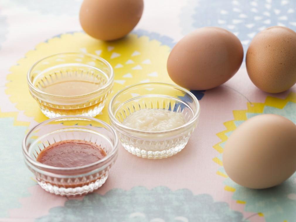 イースターエッグに必要な卵と調味料のイメージ画像