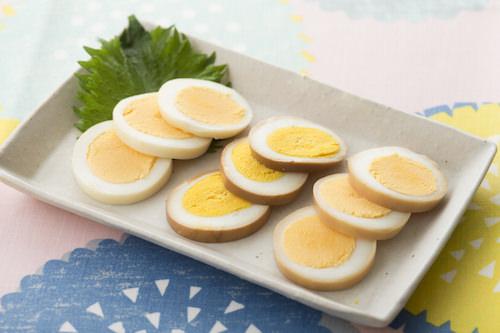 味噌、ウスターソース、しょうゆを使った味付け卵の画像