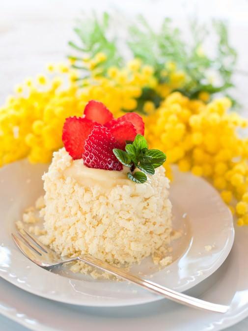 ミモザの花を模した、ふわふわの「ミモザケーキ」
