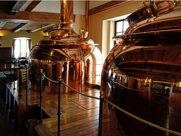 クラフトビールを醸造するタンクのイメージ画像