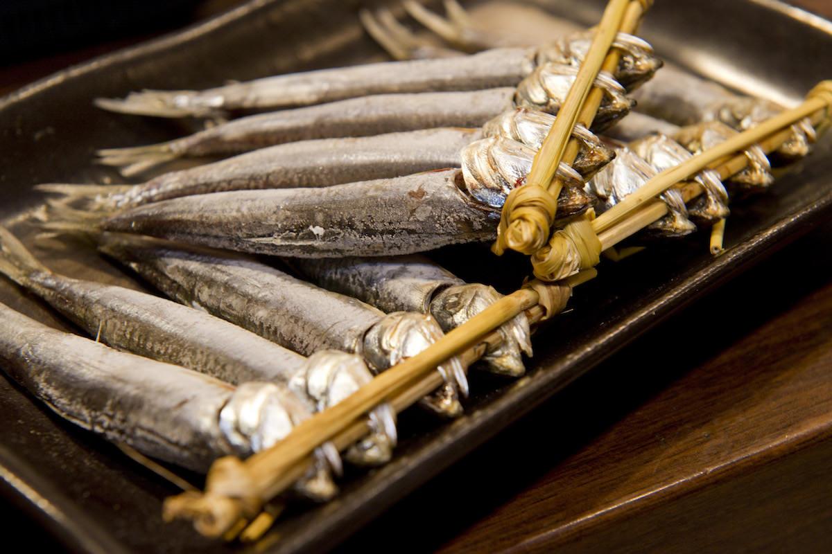 丸ごと食べて栄養を逃さない、伊勢丹新宿店<魚勢>の「背黒いわし(めざし)」の画像