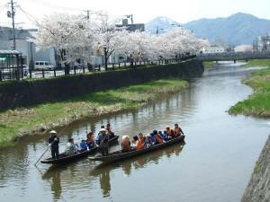 桜を追って東北へ。食の理想郷、鶴岡のお花見_03
