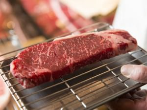伊勢丹シェフ・岩田晴美が教える、「和牛ステーキ」を家庭でおいしく焼くコツ_02