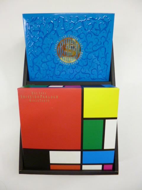 カラフルなパッケージが印象的な<資生堂パーラー>のラングドシャ オ フロマージュの画像