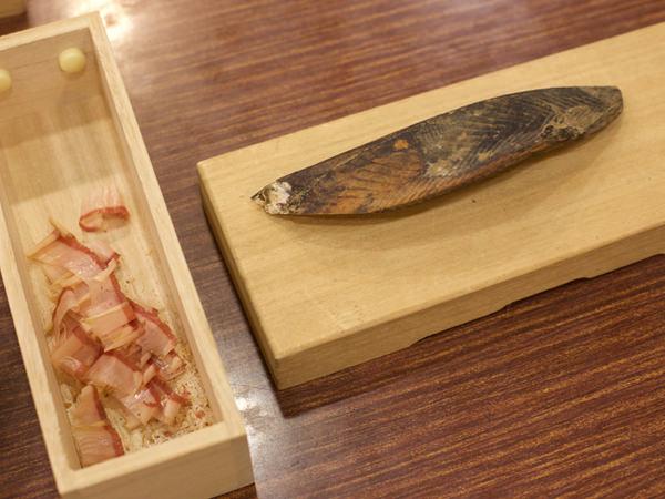 <木屋> 團十郎 鰹節削り器を使った、削りたての鰹節の画像