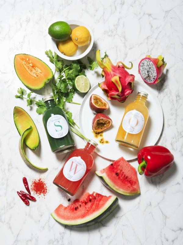 彩りが鮮やかな果物とコールドプレスジュースの商品画像
