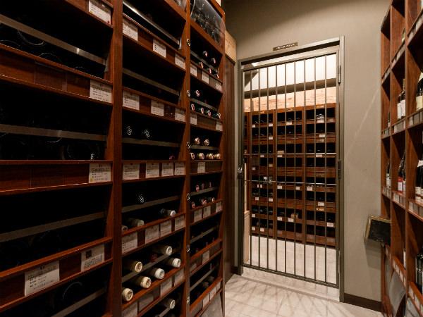 犬山紙子の「伊勢丹お買い場探検隊!」第1回・知られざるワインの洞窟