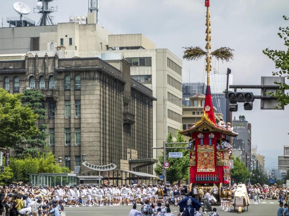 夏の京都は、祇園祭見て、鱧食べて、ついでに鮎も食べて……が正解!