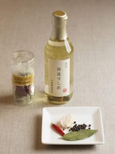 ピクルスの調理に便利な、<内堀醸造>美濃特選すし酢と<朝岡スパイス>ピクルスブーケの画像
