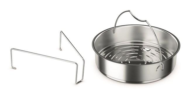 蒸し野菜などに便利な、<フィスラー>の圧力鍋に付属の穴あき蒸し器の画像