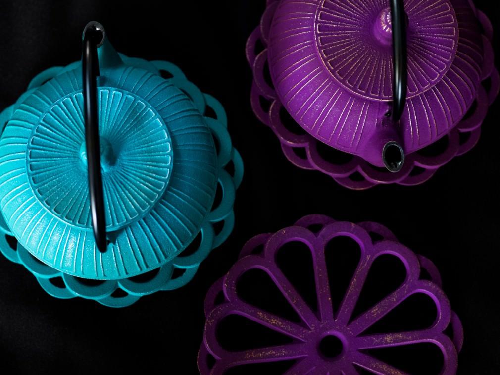 色鮮やかな南部鉄器のティーポットで、テーブルに新しい彩りを_1