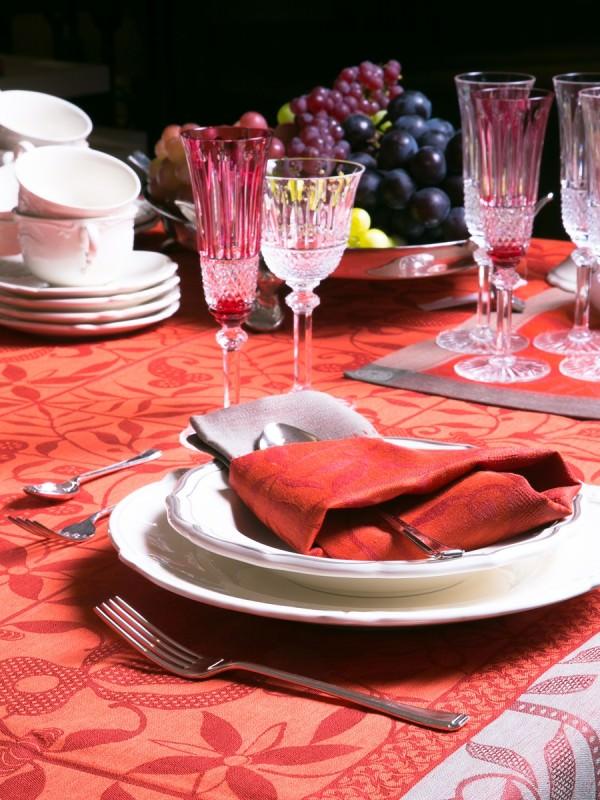 ナプキンを使ったテーブルコーディネートのイメージ画像