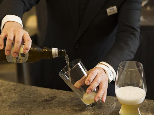 一般的なグラスにもヒューガルデン・ホワイトを注ぐ
