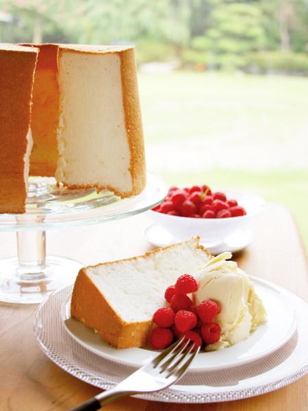 絹のような軽さのエンジェルフードケーキ