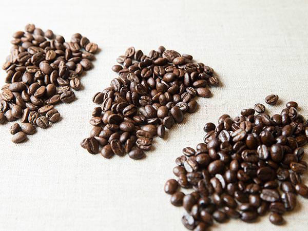 朝め、やや深め、深めに炒ったコーヒー豆のイメージ