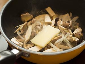 生ポルチーニ茸のクリームソースパスタの作り方