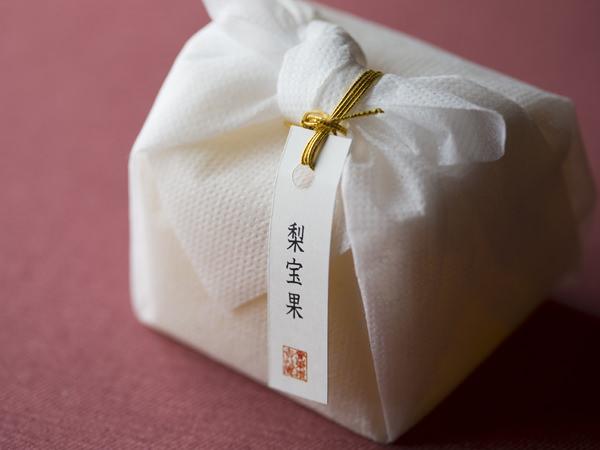<賚果 源吉兆庵>の自然シリーズ、「梨宝果」のパッケージ