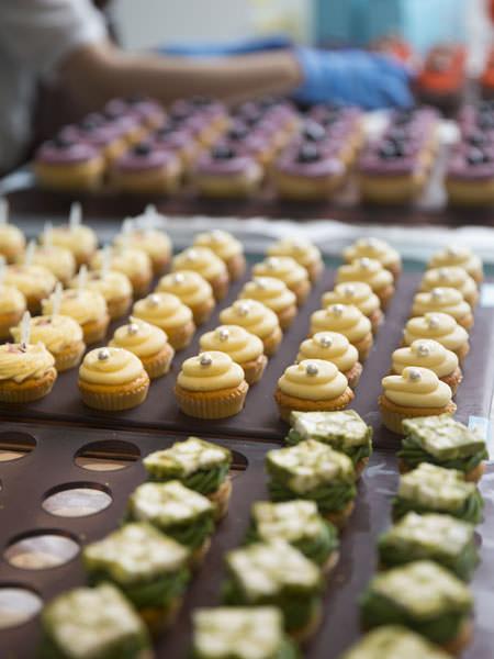 カップケーキが並ぶローラズ・カップケーキ東京の店内