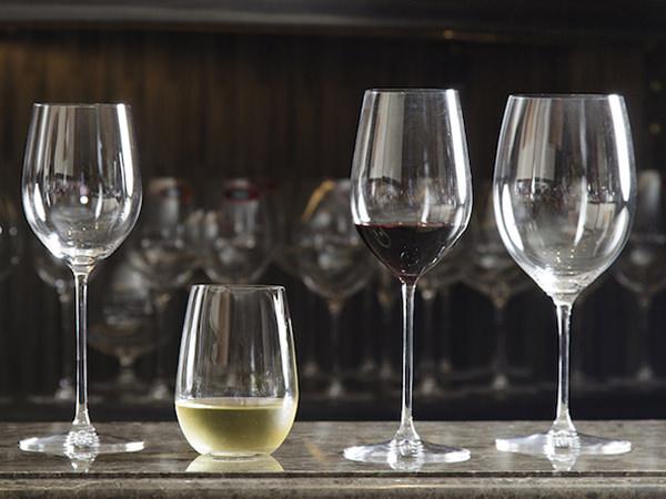 さまざまな形のリーデルのワイングラス