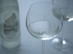 日本酒の新しい楽しみ方。ワイングラスでいただく和酒「RISSIMO」