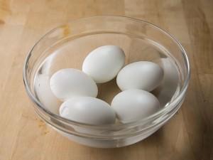 ゆで卵の下準備