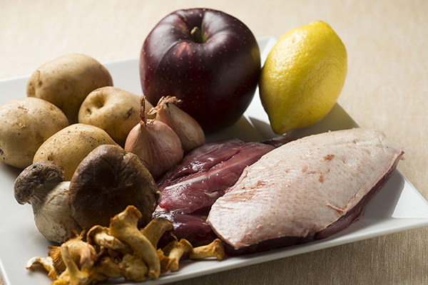 鴨肉のバルサミコソース りんごのソテー添えの材料