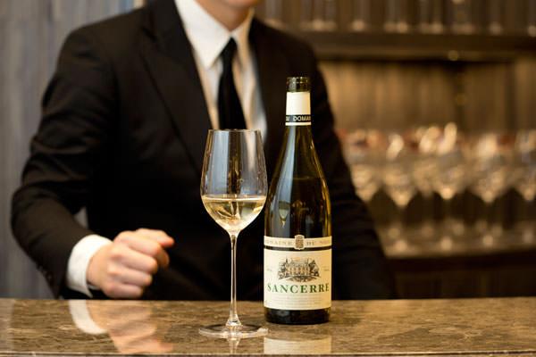 白ワインとワイングラス