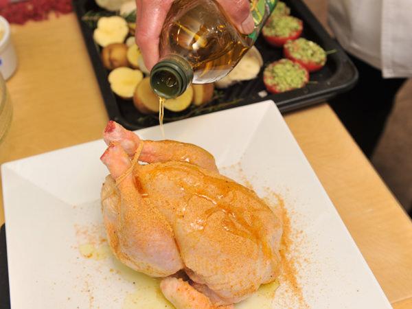 ローストチキンのレシピ、ミックススパイスをかける