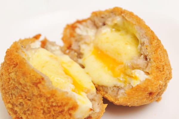 米沢琥珀堂のとろけるチーズと玉子のふわとろメンチ