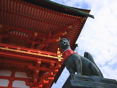 伏見稲荷と狐の像