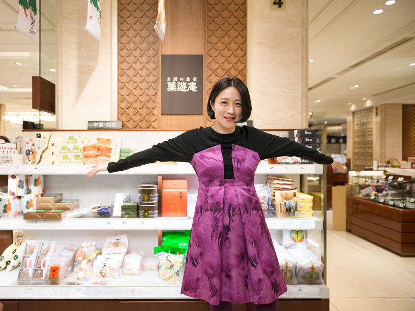 日本橋三越本店の「菓遊庵」を訪問した犬山さん