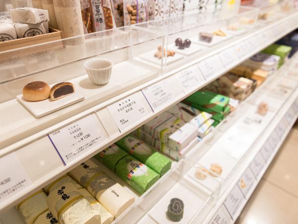 日本橋三越本店の「菓遊庵」の人気和菓子のディスプレイ
