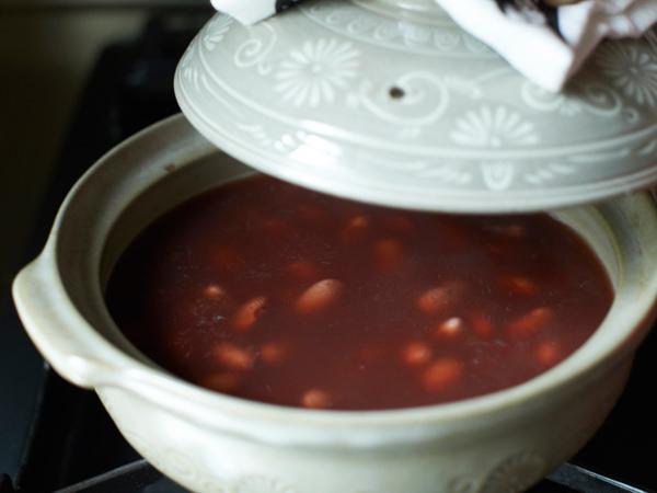 乾燥豆のゆで方、土鍋でゆであがったところ