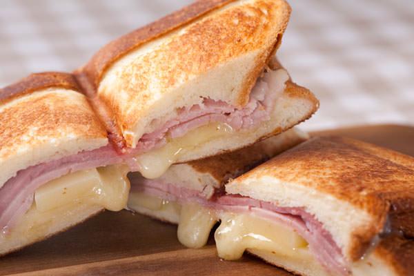 ハム&チーズのホットサンド