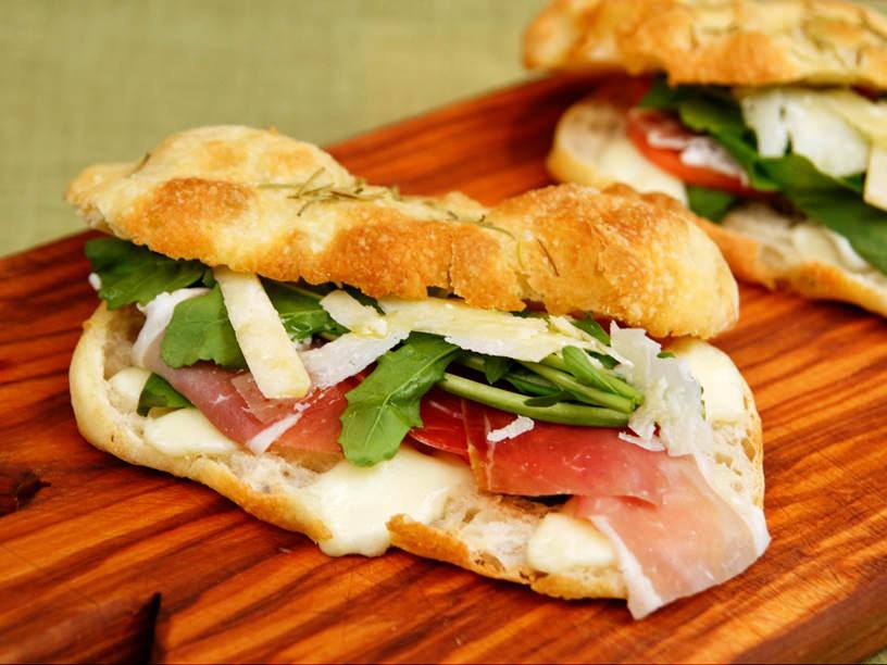 パン屋さんが教える、パリッと美味しい「本場のパニーニ」のレシピ