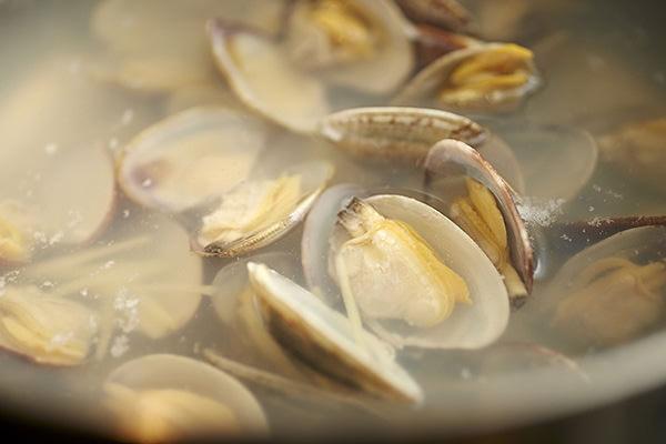 あさりのスープの作り方、あさりを水から煮る