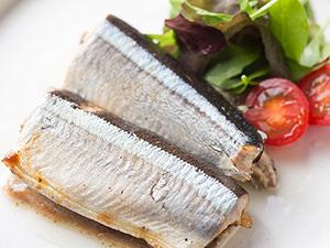 骨までおいしい!伊勢丹シェフが教える「秋刀魚のコンフィ」レシピ
