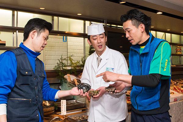 左から、田中さん、橋口店長、清水さん