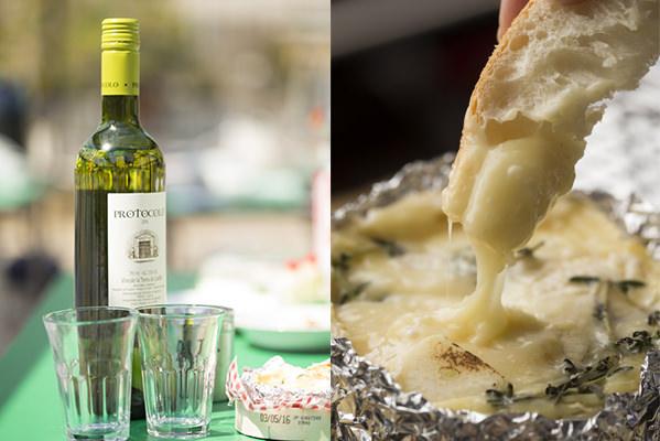 チーズフォンデュの材料:白ワイン、バケット、ニンニク、カマンベールチーズ、タイム