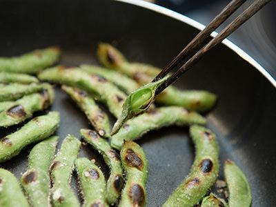 焼き上がった枝豆