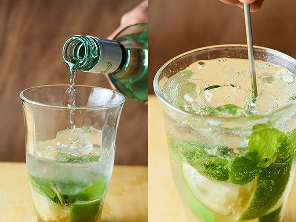 モヒートのレシピ:グラスにラムと炭酸水を注ぎ、マドラーで混ぜる
