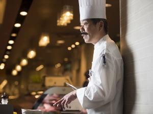 厨房の岩田シェフ
