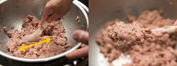 (左)切るように混ぜる(右)肉だねのアップ