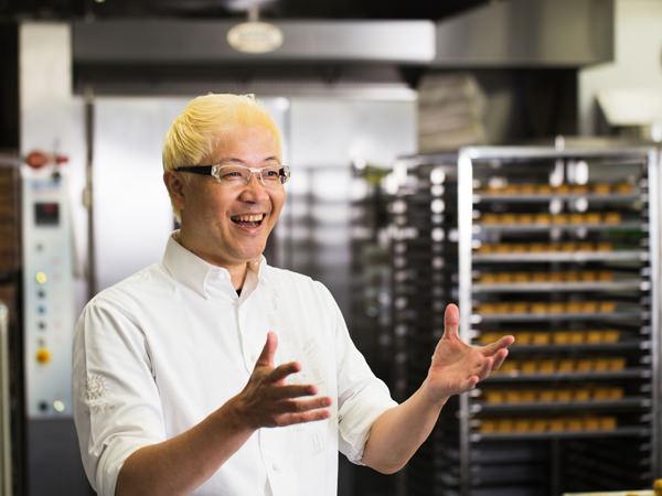 辻口シェフが開発した大豆粉について語る辻口シェフ