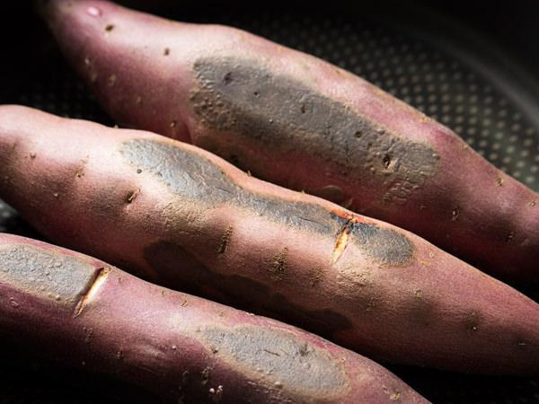 焼き上がったさつま芋