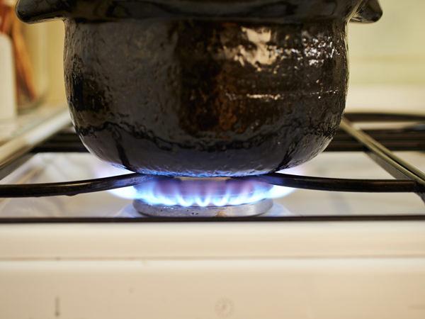 強火で沸騰するまで炊いているところ