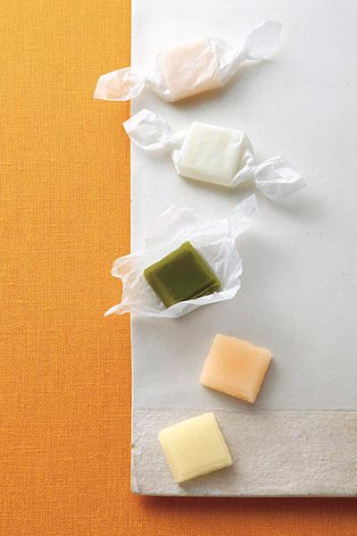 來間屋生姜糖本舗のひとくち生姜糖(紅・白)・抹茶糖