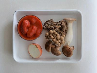 ミックスきのこのトマトスープの材料