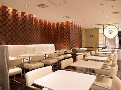 クラブハリエ B-studioのカフェスペース